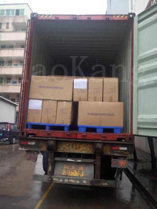 发往泰国的病床装车图